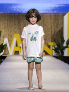 Conjunto Niño Camiseta Algodón Blanco & Short Tablas Surf Verde de José Varón