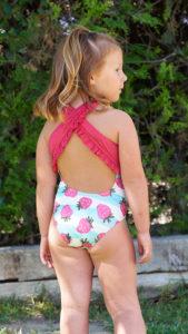 Bañador Niña Rayas Celeste & Fresas con Tirantes con Volantes de Mari Cruz Moda Infantil