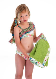 Bikini Niña Estampado Tropical Verde & Triple Volante Tul de José Varón