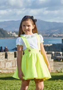 Conjunto Niña Camiseta Blanca & Pichi Estampado Floral Amarillo Flúor de Eva Castro