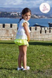 Conjunto Niña Blusa Volantes Blanca & Braguita Volante Amarillo Flúor de Eva Castro
