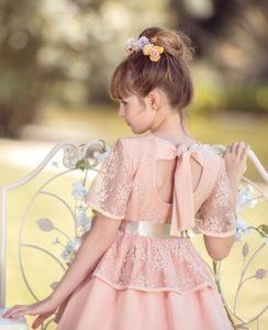 Vestido Niña Encaje Floral Rosa con Lazo Raso Beige de Nekenia