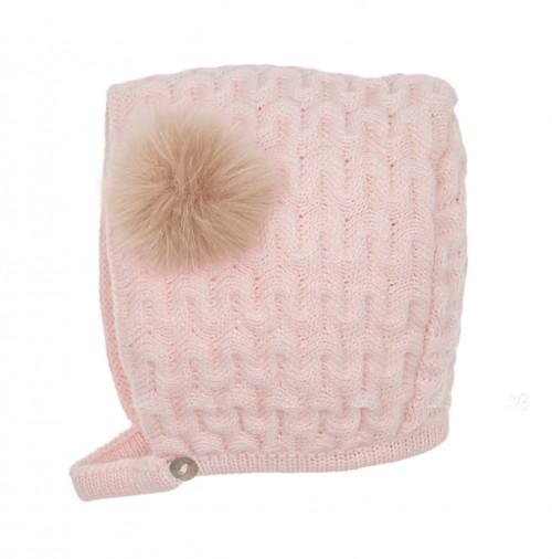 Capota punto rosa empolvado con pompón de pelo sintético