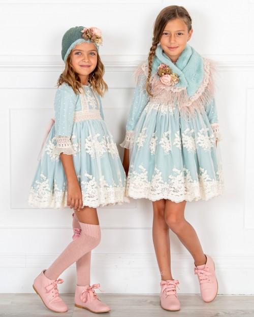 Outfit Niña Vestido Vuelo Tul Bordado & Gorro Azul Empolvado & Botines Piel Rosa