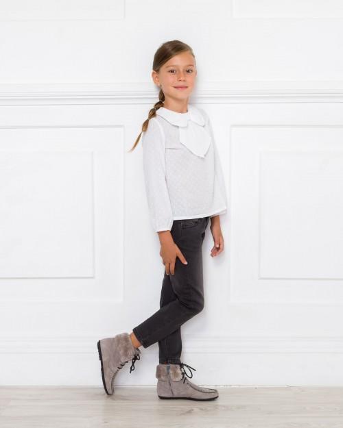 Outfit Camisa Plumeti Cuello Lazo con Jeans