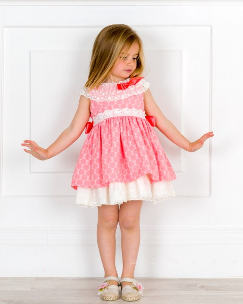 Outfit Niña Vestido Jacquard Lunares Rosa & Espalda Encaje Pico Crudo & Alpargatas Puntilla Flor Rosa