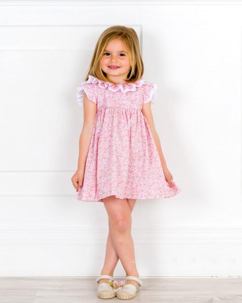 Outfit Niña Vestido Liberty Rosa & Cuello Doble Volante & Alpargatas Puntilla Flor Rosa & Piel Beige