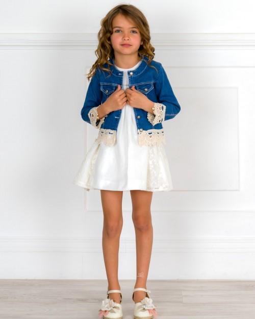 Outfit Niña Vestido Piqué & Encaje & Cazadora Azul Denim & Alpargatas Adorno Floral