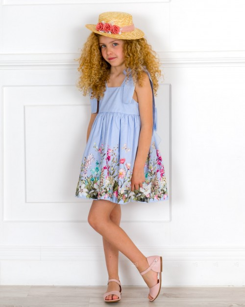 Outfit Niña Vestido Vuelo Rayas & Estampado Floral Azul & Sandalia Piel Rosa & Sombrero Flores
