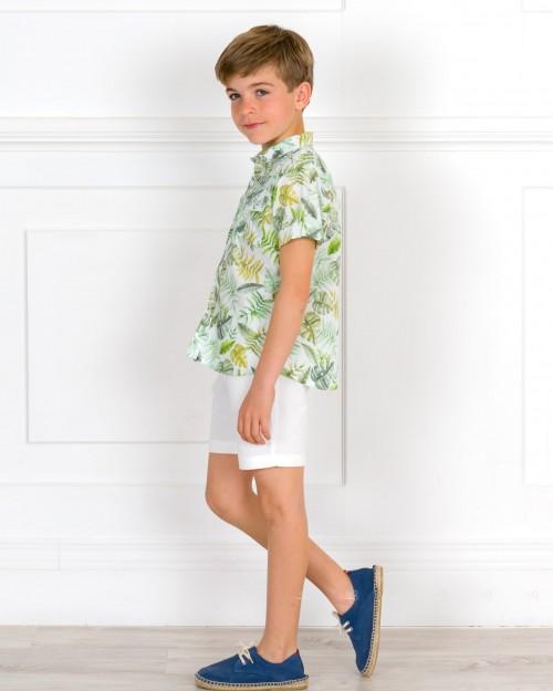 Outfit Niño Conjunto Camisa Tropical Verde & Short Crudo & Alpargatas Cordones Azul