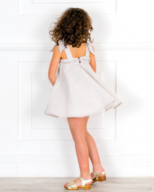 Outfit Niña Vestido Combinado Beige Perlado & Tul Lunares Dorados & Zuecos Madera & Piel Dorado