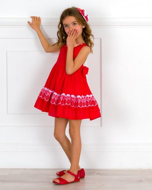 Outfit Niña Vestido Plumeti & Bordado Rojo & Tocado Plumeti & Puntilla & Sandalia Piel Rojo