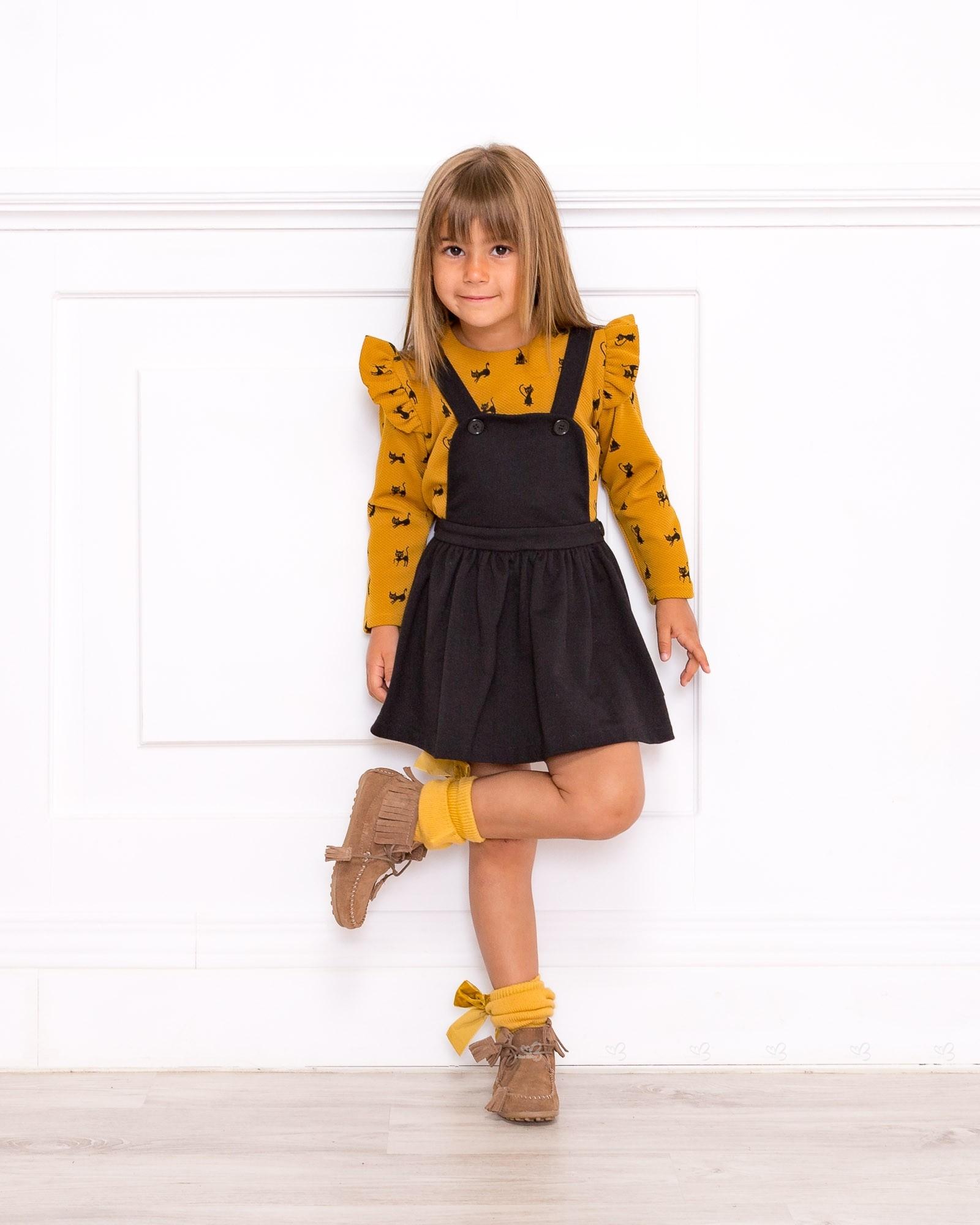 Outfit Conjunto Blusa Gatitos Mostaza u0026 Pichi Negro | Missbaby