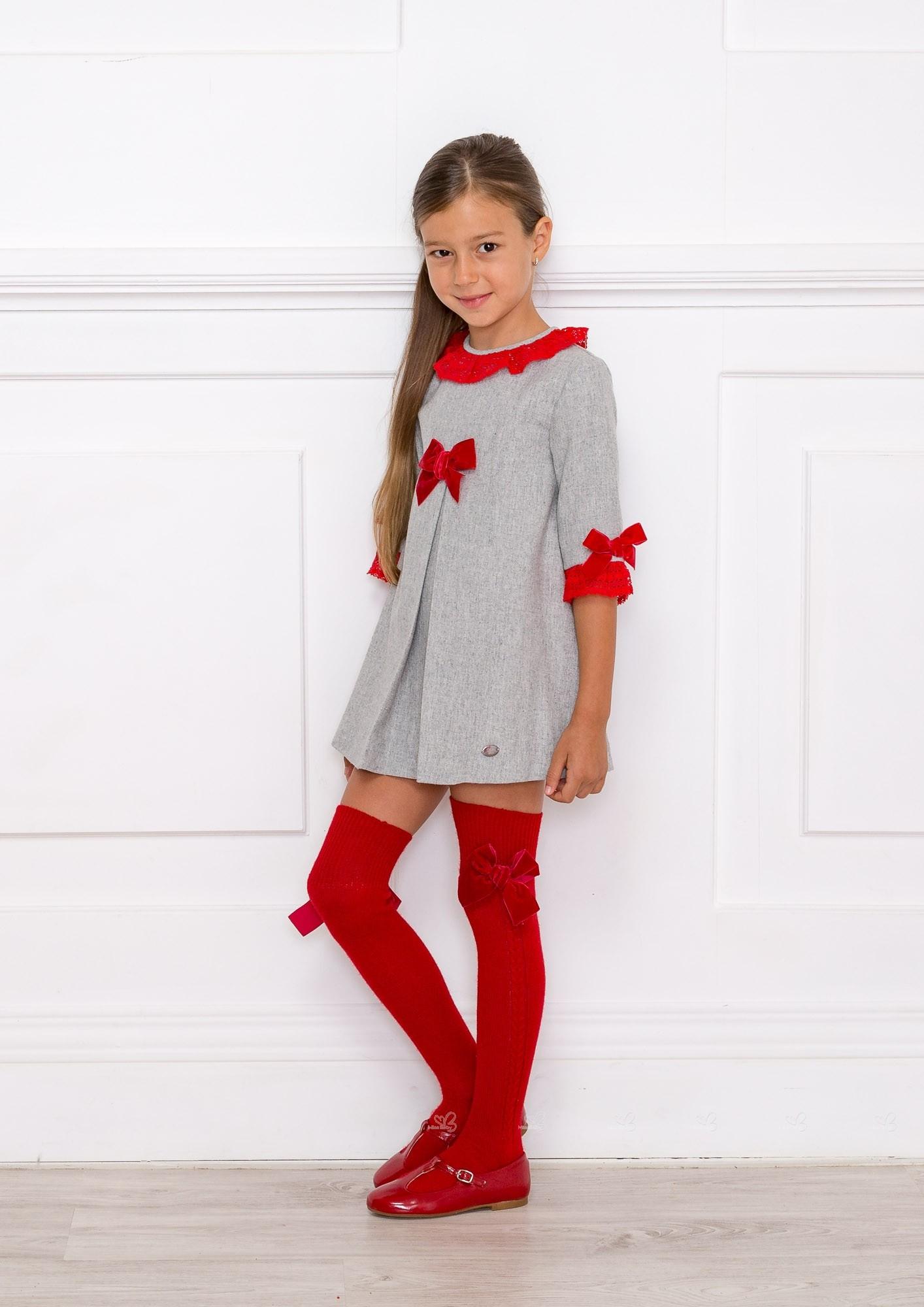 Outfit Vestido Gris Lazos Rojos Con Calzas Rojas Missbaby