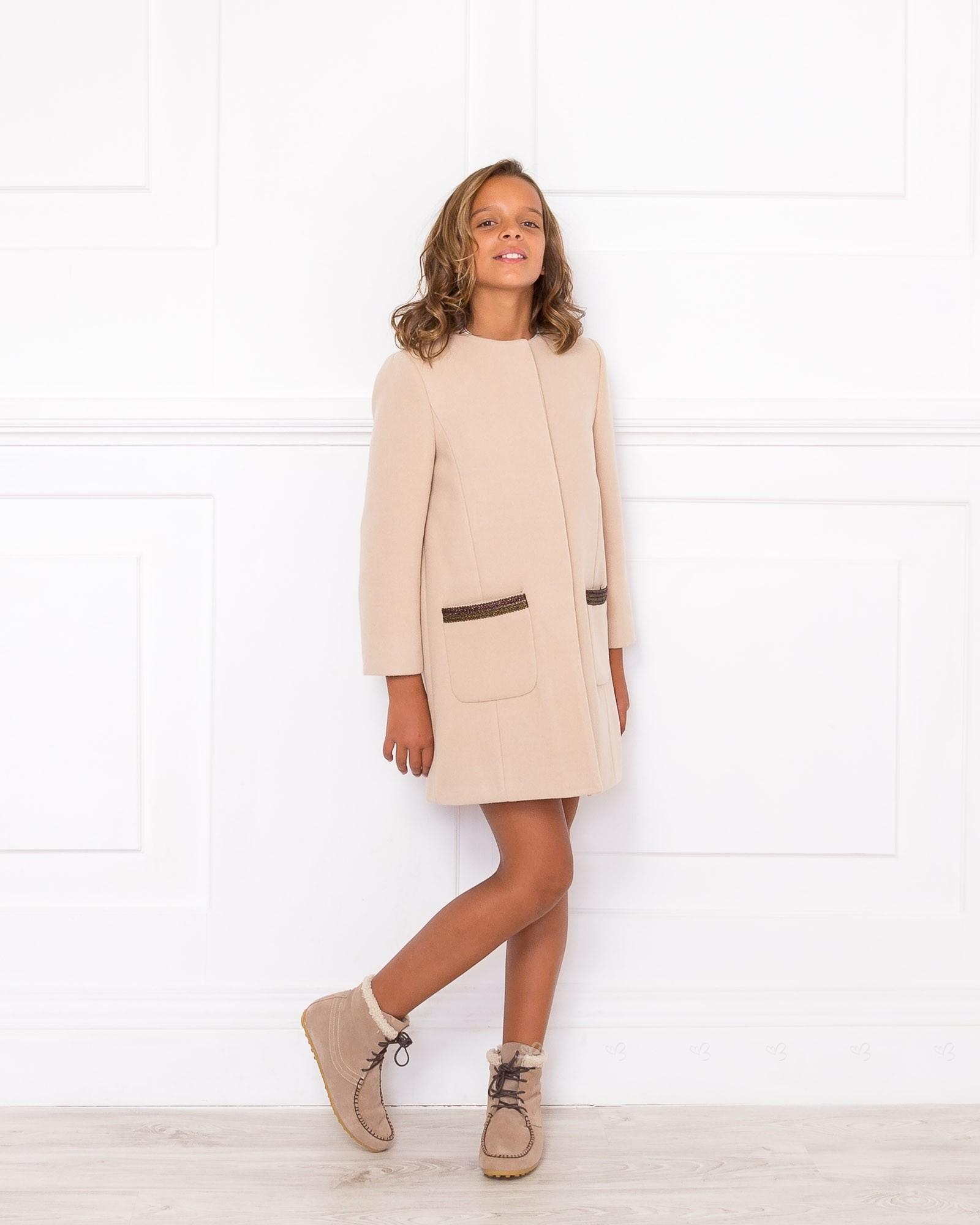 Outfits abrigo beige