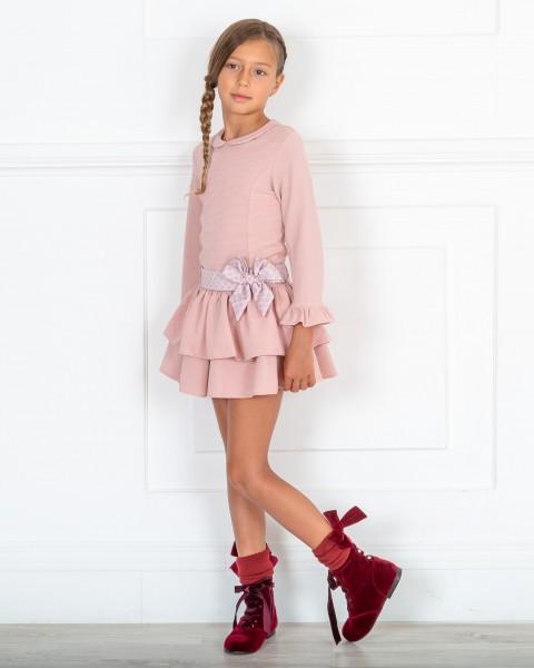 Outfit Niña Vestido Punto Piqué Elástico Volantes Rosa & Botines Terciopelo Granate