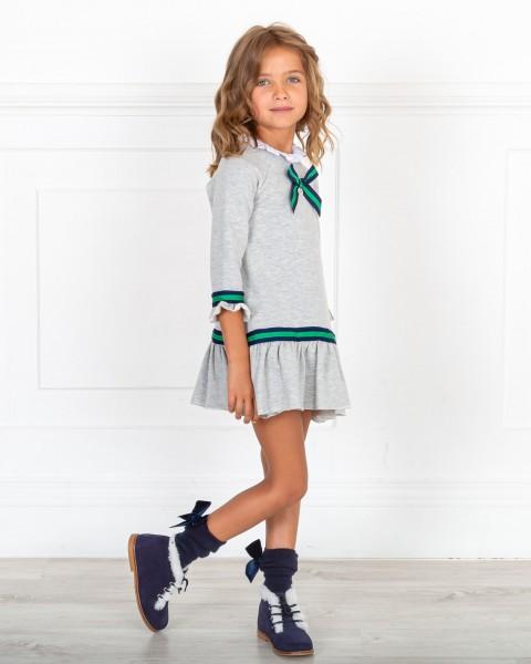Outfit Niña Vestido Sudadera Gris & Cinta Bicolor & Botines Piel Serraje Marino
