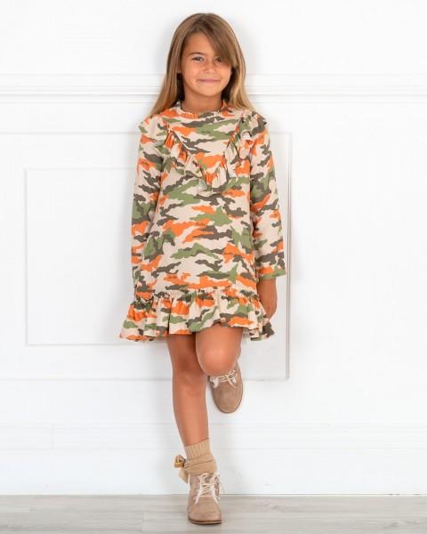 Outfit Niña Vestido Camuflaje Viscosa Verde & Botines Piel Visón
