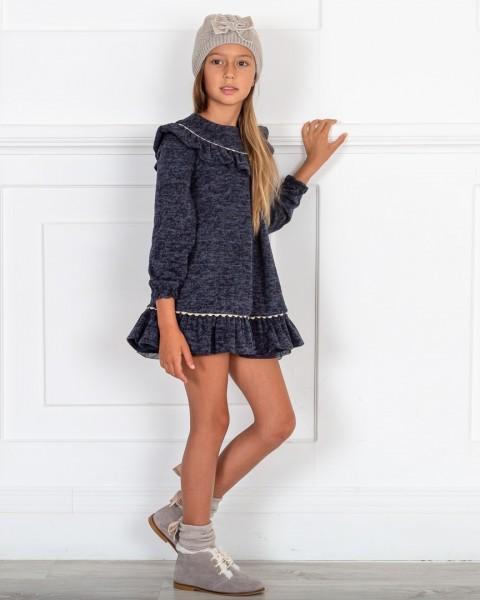 Outfit Niña Vestido Punto Vigore Marino Con Cuello Volante & Botines Piel Serraje Gris & Gorro Punto Tostado