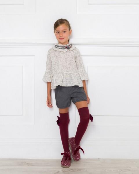 Outfit Blusa Plumeti & Short Gris