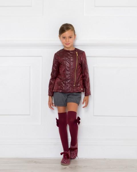 Outfit Cazadora Granate, Blusa Plumeti & Short Gris