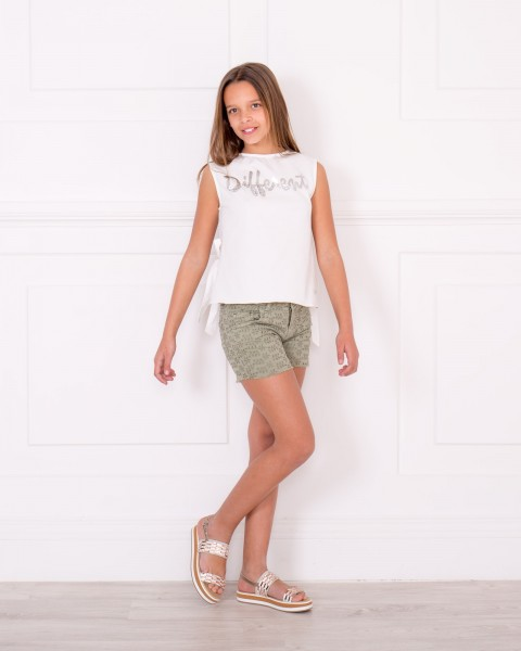 Outfit Top Different Blanco & Short Algodón Perforado Floral Verde Caquí