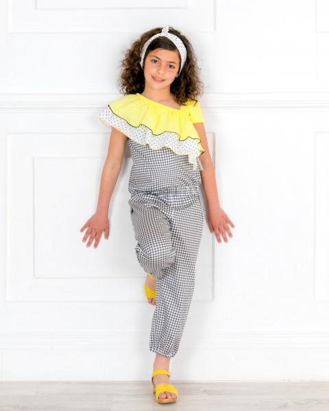 Outfit Niña Mono Largo Cuello Asimétrico con Volantes Vichy Negro & Turbante Lunares & Zuecos Madera Ante Amarillo