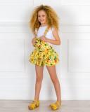 Outfit Niña Peto Volantes Estampado Flores & Loros & Zuecos Madera Amarillos