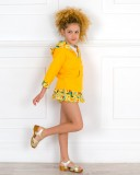 Outfit Niña Sudadera Capucha Algodón & Falda Short Estampado Amarillo & Zueco Madera Dorado