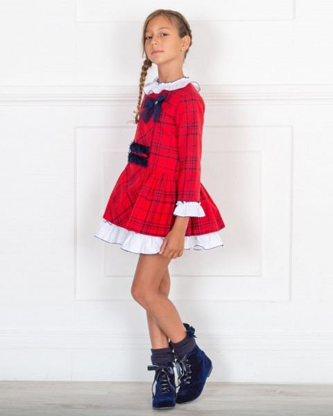 Outfit Niña Vestido Estampado Cuadros Rojo & Botines Terciopelo Azul Marino