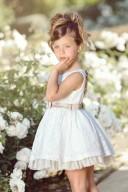 Nekenia Vestido Niña en Encaje Floral Crudo con Lazo Raso Beige en Espalda